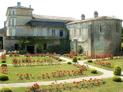 Abbaye de fontdouce route des tresors de saintonge guide du tourisme de la charente maritime