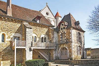 Abbaye de pontigny batiment des convers xviie siecle routes touristiques dans l yonne guide du tourisme en bourgogne