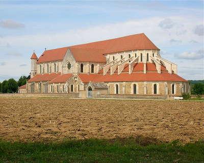 Abbaye de pontigny routes touristiques dans l yonne guide du tourisme en bourgogne