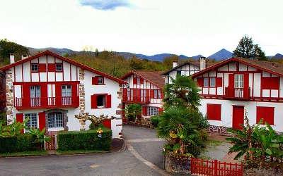 Ainhoa plus beaux villages de france routes touristiques des pyrenees atlantiques guide du tourisme nouvelle aquitaine