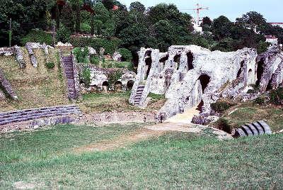 Amphitheatre de saintes route des tresors de saintonge guide du tourisme de la charente maritime