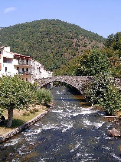 Axat route des cols des pyrenees guide touristique de l aude