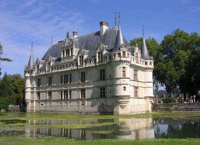 Azay le rideau chateau route des vins de tourraine rive gauche entre saumur et chenonceaux