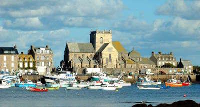 Barfleurs le port et l eglise saint nicolas de barfleur plus beaux villages de frances routes touristiques de la manche guide du tourisme normandie