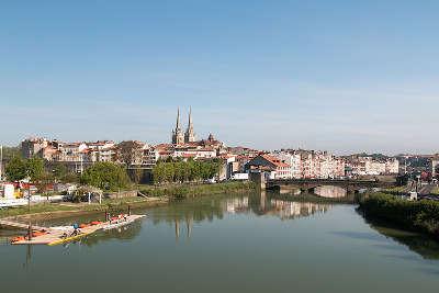 Bayonne vue du pont du labourd routes touristiques des pyrenees atlantiques guide du tourisme nouvelle aquitaine
