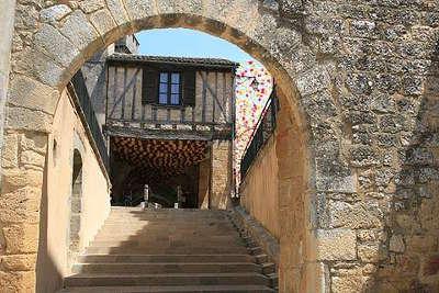 Beaumont en perigord bastide routes touristiques de la la dordogne guide du tourisme de nouvelle aquitaine