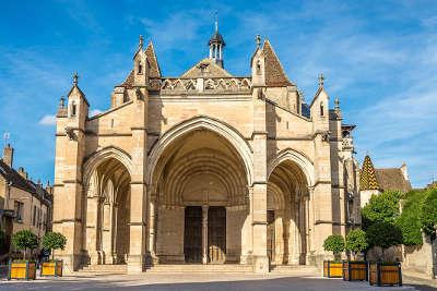 Beaune la basilique notre dame route touristique en cote d or guide du tourisme en bourgogne