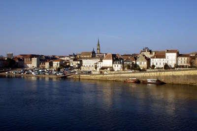 Bergerac au bord de la dordogne guide touristique