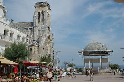 Biarritz l eglise sainte eugenie routes touristiques des pyrenees atlantiques guide du tourisme nouvelle aquitaine