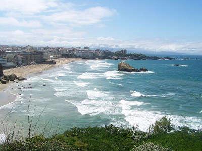 Biarritz la plage miramar et la grande plage vues depuis la pointe saint martin routes touristiques des pyrenees atlantiques guide du tourisme nouvelle aquitaine