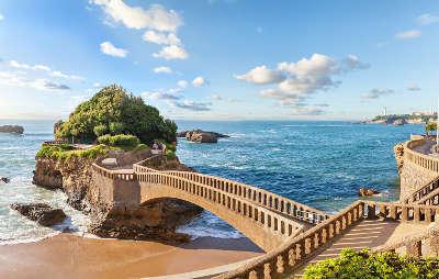 Biarritz le rocher de la vierge routes touristiques des pyrenees atlantiques guide du tourisme nouvelle aquitaine