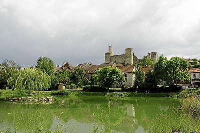 Billy et son chateau route de la montagne bourbonnaise routes touristiques de l allier guide touristique auvergne