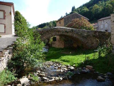 Blesle le pont plus beaux villages de france routes touristiques de haute loire guide touristique auvergne