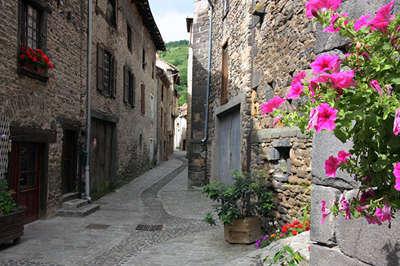 Blesle les ruelles plus beaux villages de france routes touristiques de haute loire guide touristique auvergne