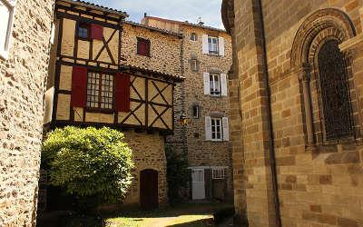 Blesle ruelles plus beaux villages de france routes touristiques de haute loire guide touristique auvergne