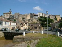 Bourg lavoir au port maisons sur les remparts route des coteaux route des vins de bordeaux guide de tourisme de la gironde aquitaine