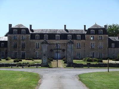 Brux chateau d epanvilliers route des abbayes et monuments du haut poitou guide du tourisme de la vienne