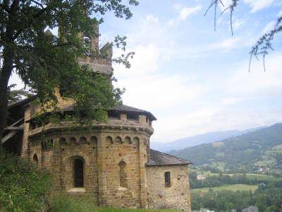 Chapelle du calvaire de castillon en couserans route des cols des pyrenees guide touristique de l ariege