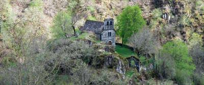 Chapelle notre dame du chateau route touristique des vallees aux montagnes du cantal routes touristiques du cantal guide touristique auvergne