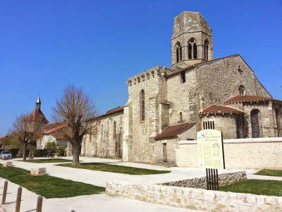 Charroux plus beaux villages de france routes touristiques de l allier guide touristique auvergne