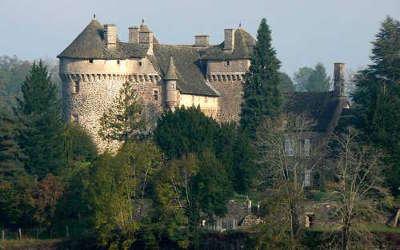 Chateau d escorailles route touristique des vallees aux montagnes du cantal routes touristiques du cantal guide touristique auvergne