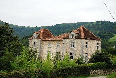 Chateau d iholdy route des seigneurs du bearn et du pays basque guide du tourisme des pyrenees atlantiques aquitaine