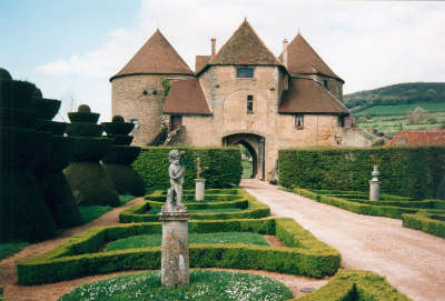 Chateau de berze entree routes touristiques en cote d or guide du tourisme en bourgogne