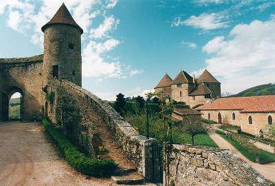 Chateau de berze le chatel routes touristiques en cote d or guide du tourisme en bourgogne