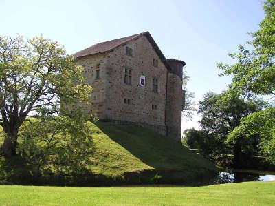 Chateau de camou route des seigneurs du bearn et du pays basque guide du tourisme des pyrenees atlantiques aquitaine