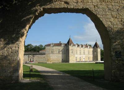 Chateau de cazeneuve a prechac les routes touristiques en gironde guide du tourisme nouvelle aquitaine