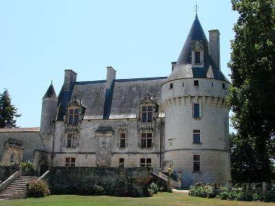 Chateau de crazannes route des tresors de saintonge guide du tourisme de la charente maritime