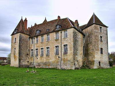 Chateau de gy route des monts et merveilles de franche comte