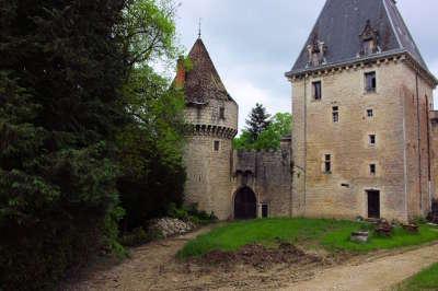 Chateau de la cueille poncin route du bugey guide touristique de l ain