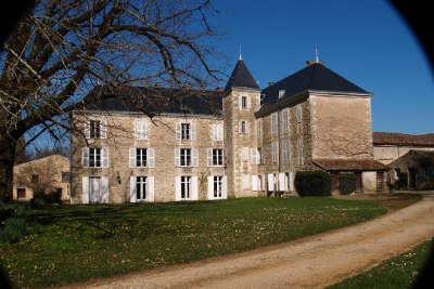 Chateau de la grange route des abbayes et monuments du haut poitou guide du tourisme de la vienne