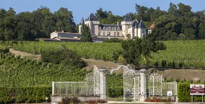 Chateau de la riviere fronsac route du patrimoine route des vins de bordeaux guide du tourisme de la gironde aquitaine