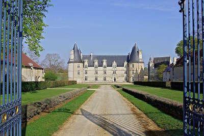 Chateau de la roche route des abbayes et monuments du haut poitou guide du tourisme de la vienne