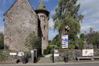 Chateau de la tremoliere routes du tourisme dans le cantal guide touristique auvergne