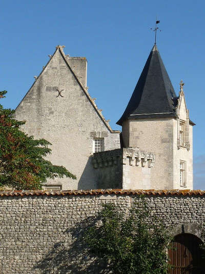 Chateau de meux route des tresors de saintonge guide du tourisme de la charente maritime