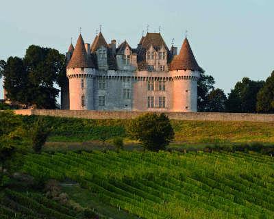Chateau de monbazillac la route des vins de bergerac guide du tourisme de la dordogne aquitaine