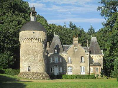 Chateau de monthimer route des manoir du perche guide du tourisme de l orne normandie