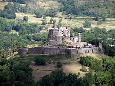 Chateau de murol route historique des chateau d auvergne guide du tourisme du haute loire