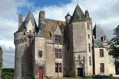 Chateau de neuvicq route des tresors de saintonge guide du tourisme de la charente maritime