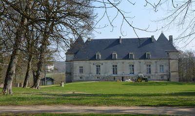 Chateau de nuits sur armancon route historique des ducs de bourgogne