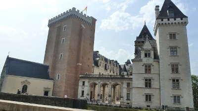 Chateau de pau route des seigneurs du bearn et du pays basque guide du tourisme des pyrenees atlantiques aquitaine