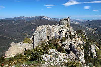 Chateau de peyrepertuse parcours touristique en languedoc roussillon