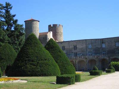 Chateau de ravel route historique des chateau d auvergne guide du tourisme du haute loire