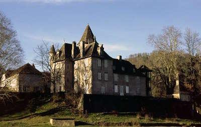 Chateau de saint chamant route historique des chateau d auvergne guide du tourisme du cantal