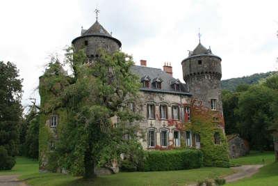 Chateau de sedaiges route historique des chateau d auvergne guide du tourisme du cantal