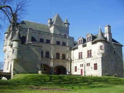 Chateau de sedieres route de la xaintrie gorges et lacs guide du tourisme en correze 2