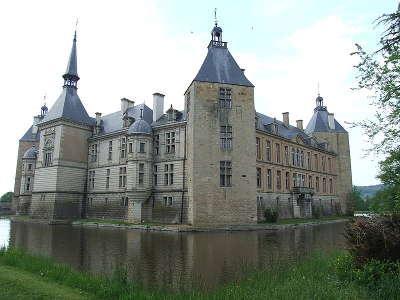 Chateau de sully route historique des ducs de bourgogne